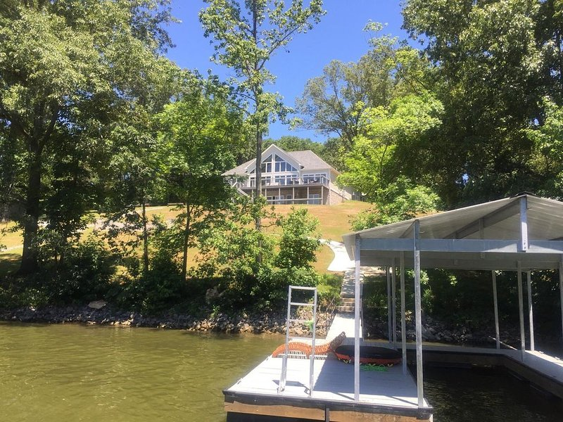 New! Lake Barkley Lake House, holiday rental in Golden Pond