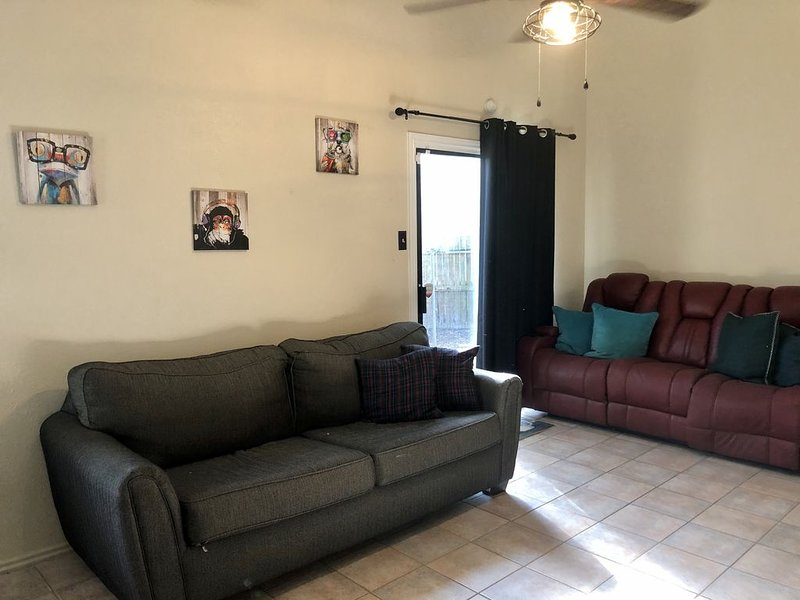 Minutes away from Airport, holiday rental in Spring