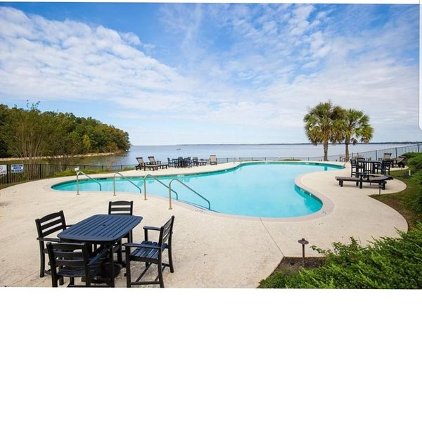 Waterfront condo in Santee, SC.  3 bed, 3 bath in Ballards Pointe, Lake Marion, holiday rental in Summerton