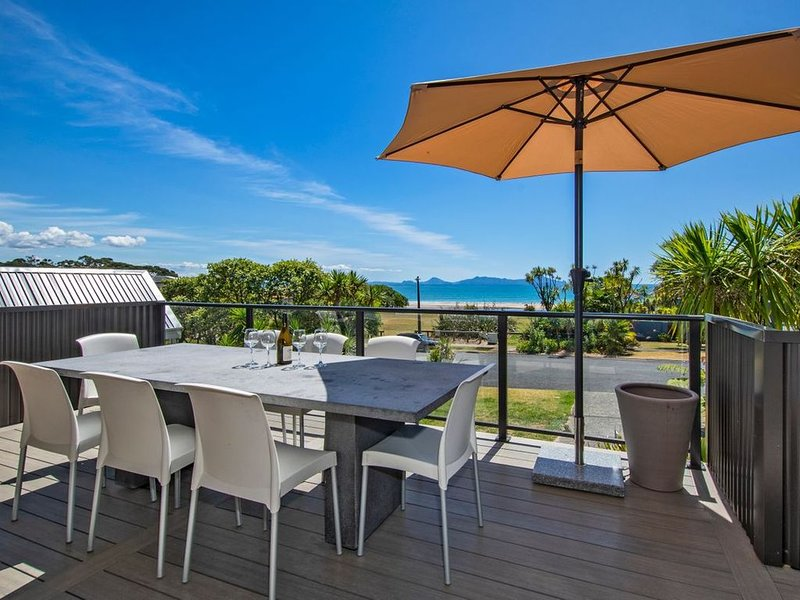 Harnifin - Langs Beach Holiday Home, vacation rental in Mangawhai Heads