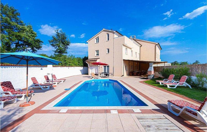 8 Zimmer Unterkunft in Cere, holiday rental in Foli
