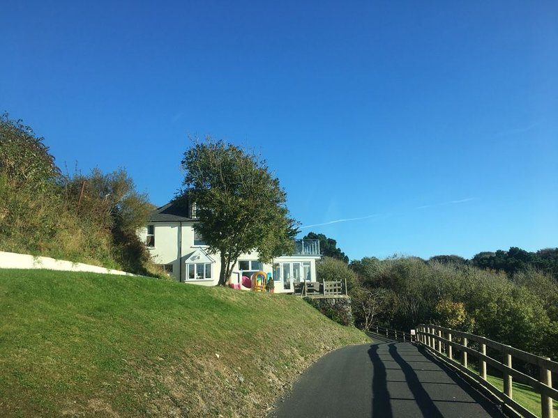 4 bedroom, 3 bathroom detached house on 2.5 acres of land in Woolacombe, vacation rental in West Down