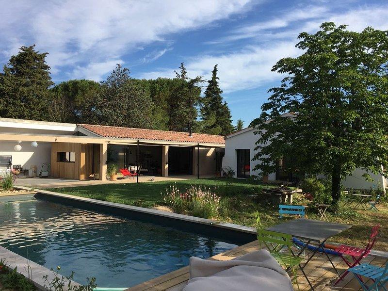 Maison d'architecte avec piscine entre Aix et Marseille, holiday rental in Les-Pennes-Mirabeau