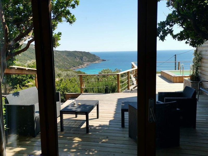 Chalet Cala d'Orzu avec piscine privée vue mer et la tour de Capu-Neru, holiday rental in Coti-Chiavari