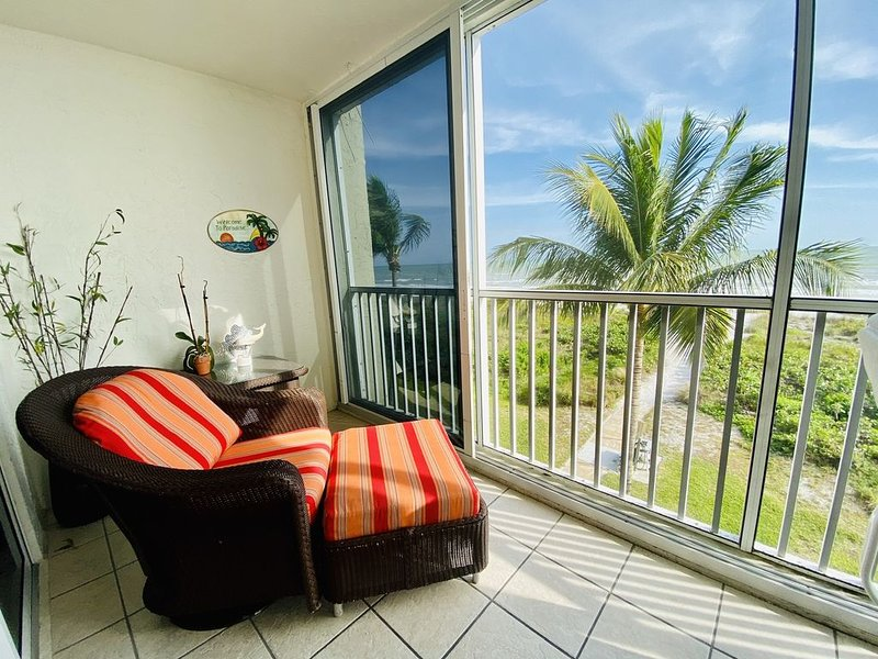 Stay Steps Away from the Beautiful Sugar Sand Beach!!, vacation rental in Sanibel Island
