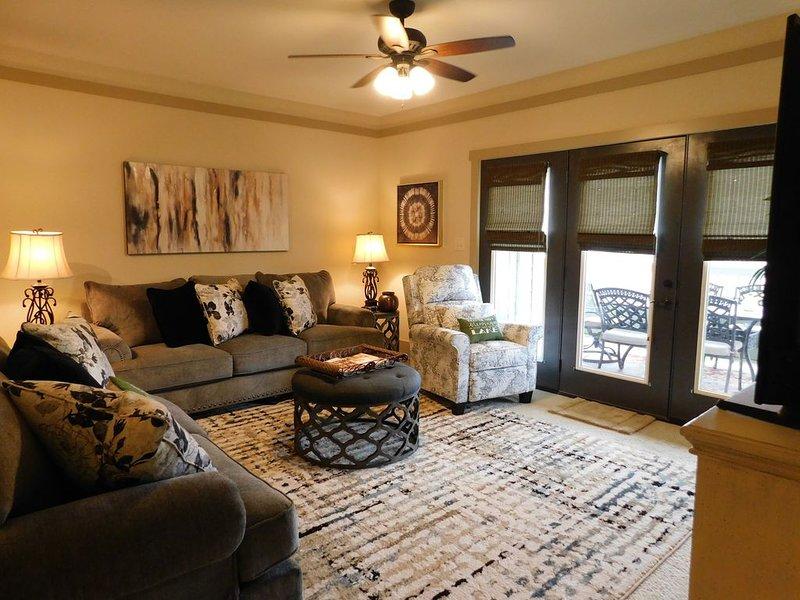 Gorgeous Lakefront 3 Bedroom Condo, casa vacanza a Cropwell