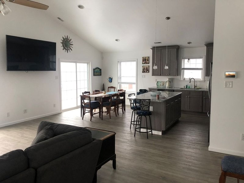 Bayfront Condo, witness the most beautiful & tranquil sunsets in New Jersey, holiday rental in Lower Township