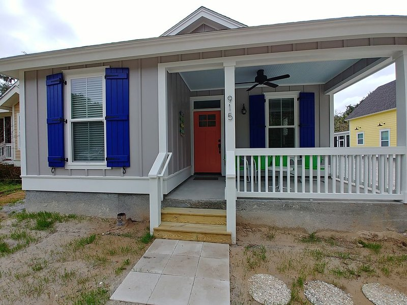 1 mile from Parris Island! Close to beaches, restaurants and shopping.. Sleeps 8, holiday rental in Port Royal
