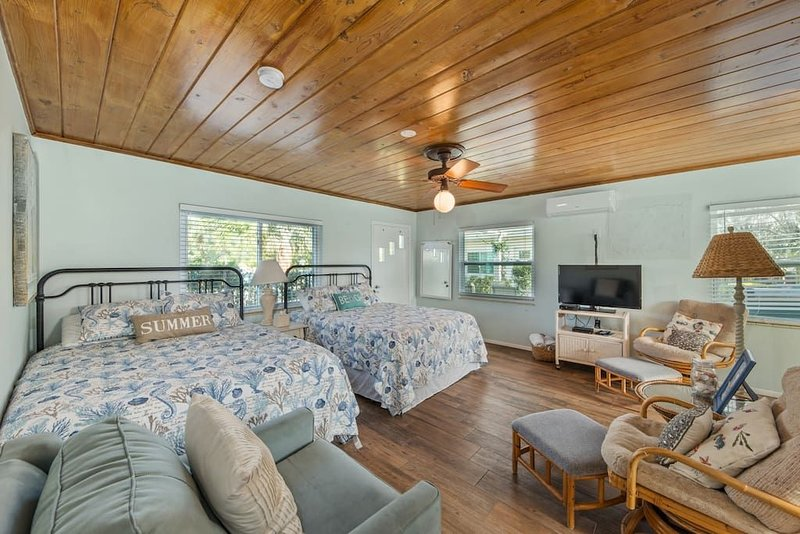 Bay Breeze Cottages #3, holiday rental in Anna Maria
