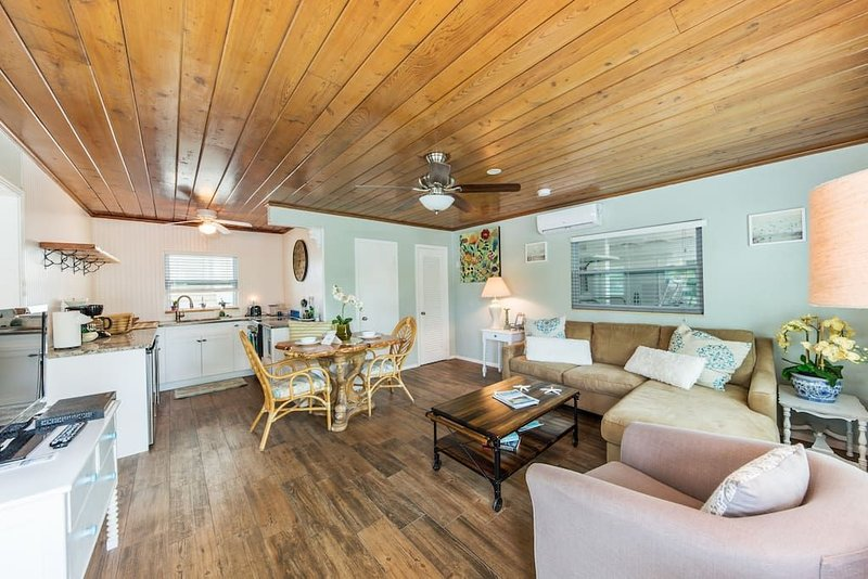 Bay Breeze Cottages #1 (The Mahi-Mahi), holiday rental in Anna Maria Island