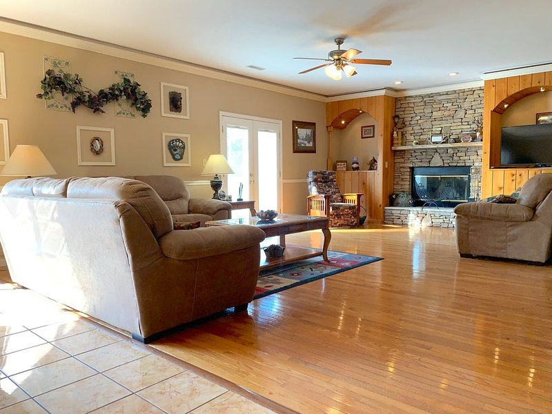 Lux Chalet*Amazing View*Game Room*Hot Tub*3 Pools, vacation rental in Gatlinburg