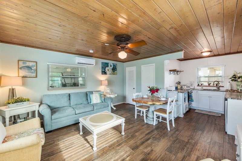 Bay Breeze Cottages #2, holiday rental in Anna Maria