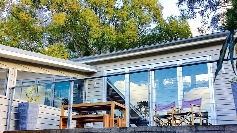 The Terrace, Kangaroo Valley. Beautiful View, village location, modern home., vacation rental in Kangaroo Valley