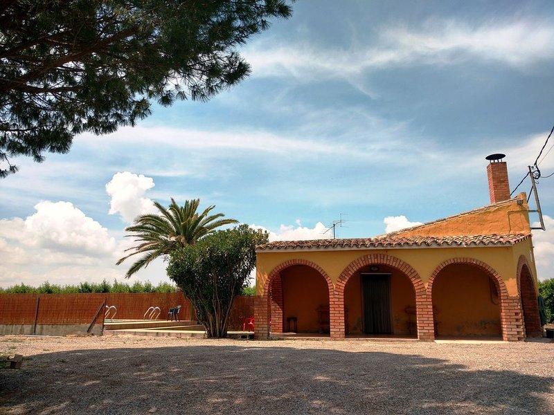 Mas del Petit . Casa rural  piscina privada. Encuentros familaires y  amigos, location de vacances à Lleida