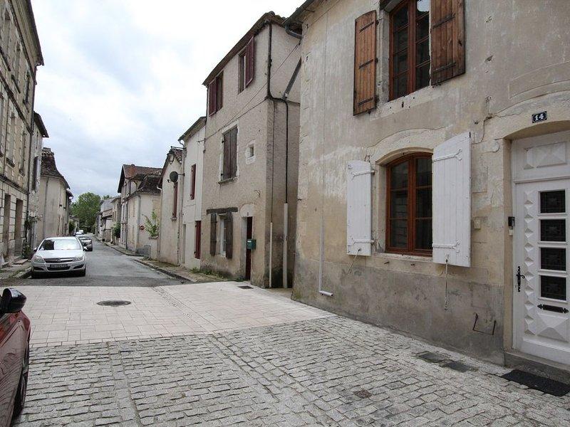Eymet townhouse with 2 bedrooms, both en-suite., holiday rental in Serres-et-Montguyard