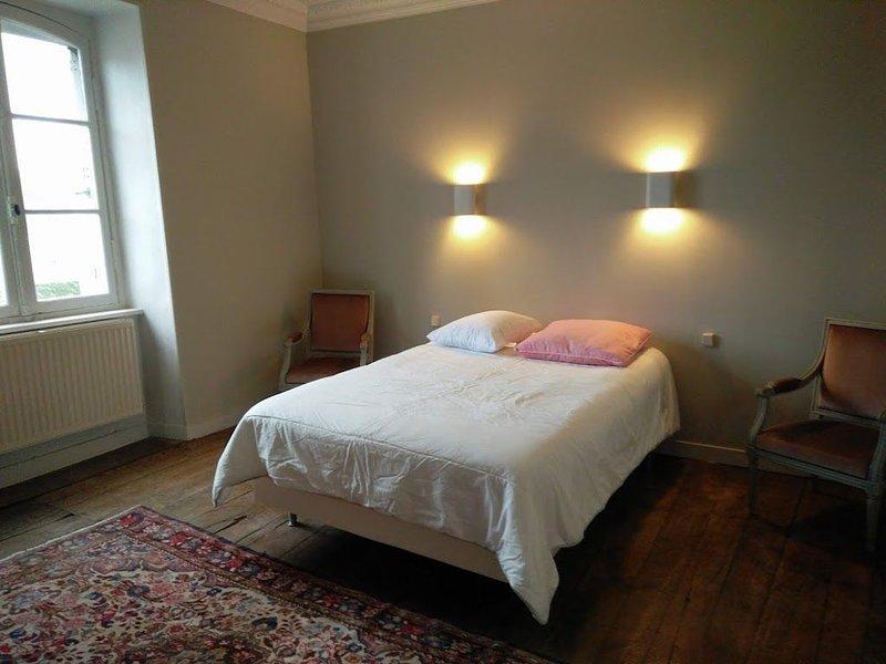 TRES BEL APPARTEMENT DE CHARME  AU COEUR DE DINAN, holiday rental in Lanvallay