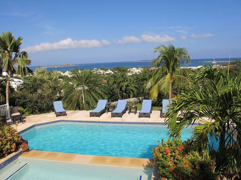 Offre spéciale Magnifique villa avec vue spectaculaire : 4 chambres - 4 sd, holiday rental in Orient Bay