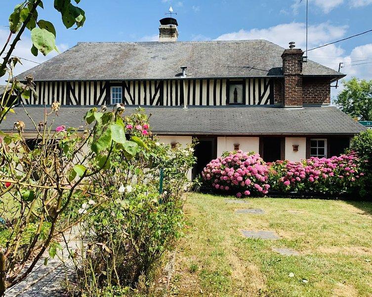 Typique  maison  normande proche de la mer et du centre de Deauville Trouville, casa vacanza a Bourgeauville