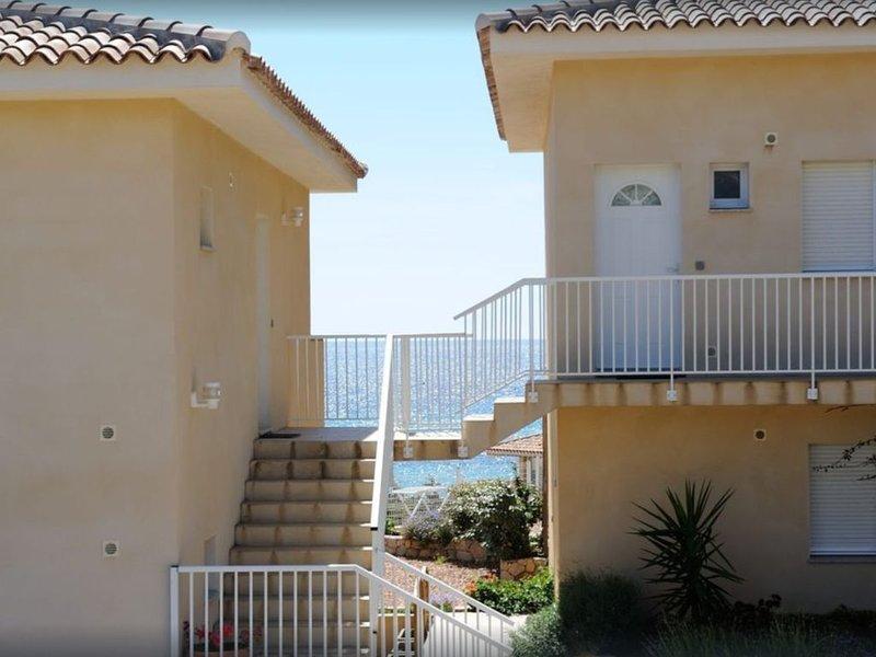 Appartement dans petite résidence vue mer - Erbaju, holiday rental in Tizzano