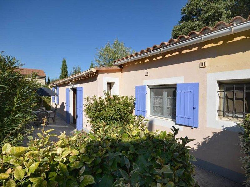 Charmante maison de village avec jardin, aluguéis de temporada em Saint-Remy-de-Provence