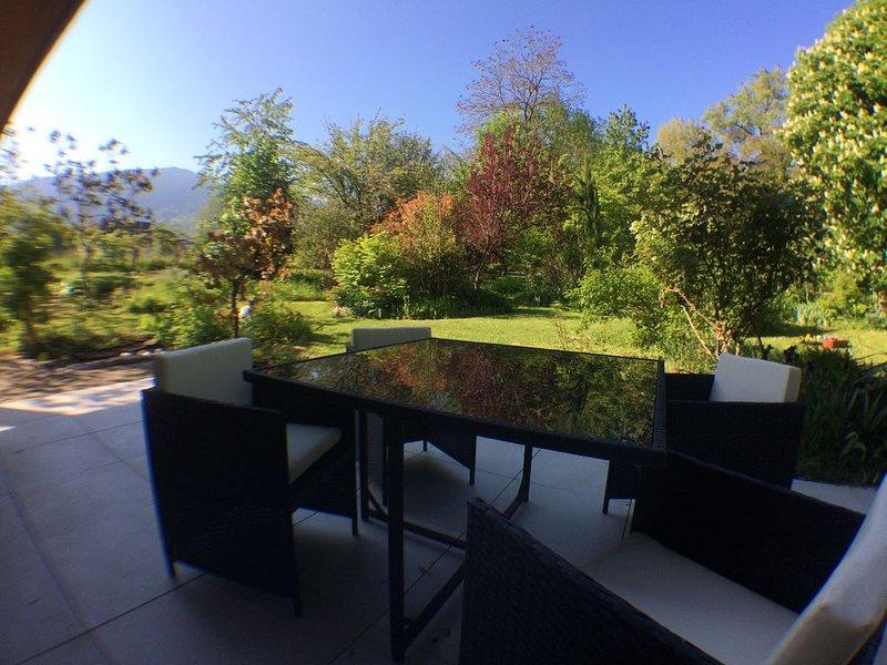 Rare, Cosy studio 'type loft' avec terrasse et jardin au cœur de St Jorioz., holiday rental in Saint-Jorioz