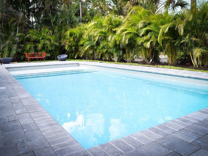Newly Renovated Pool House in Vanderbilt Beach, holiday rental in Vanderbilt Beach