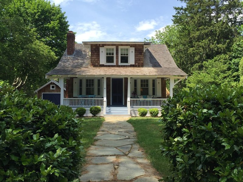 Chic Shelter Island Home, Pool and Gardens, vacation rental in Shelter Island