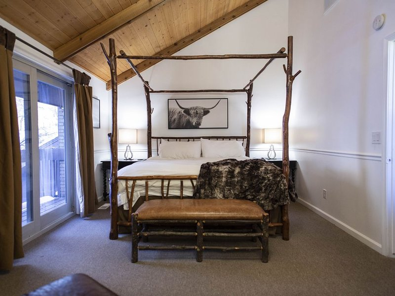 Rustic Ski House, Hot Tub, Cottonwood Canyons location!, holiday rental in Sandy