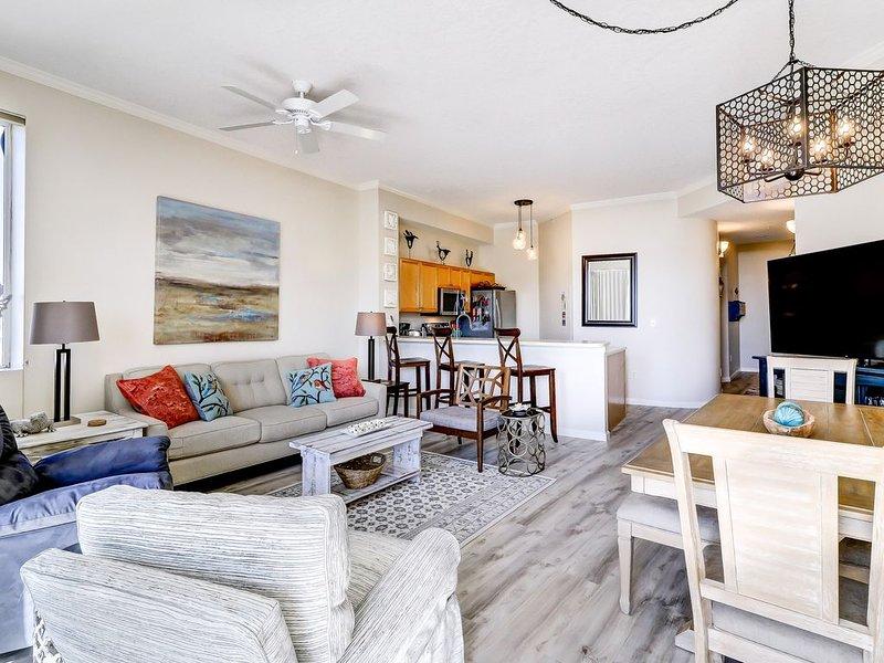 Beautiful 2nd-Floor condo with Beach Ambiance in Seagrove Beach!, casa vacanza a Alys Beach