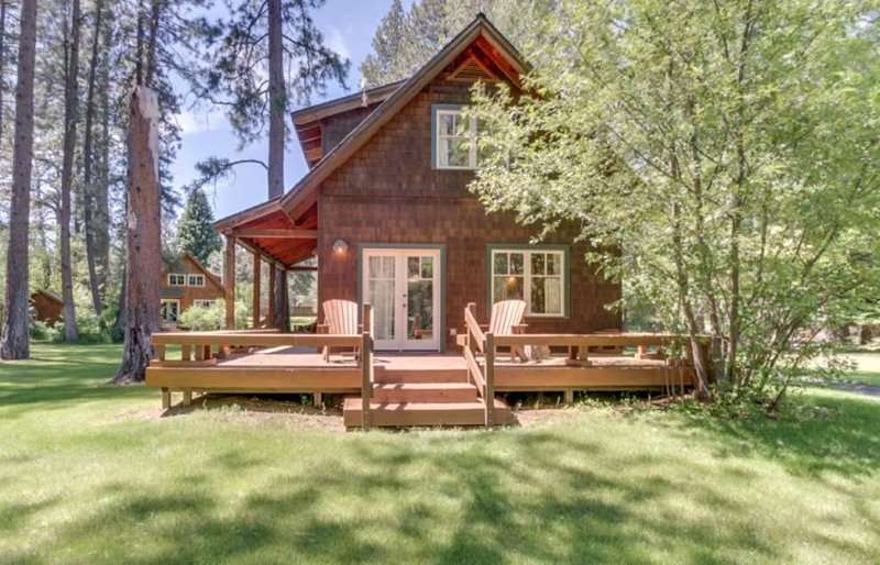 Metolius River Resort Cabin 12 - Sleeps 6 - Private cabin at the heart of the Me, location de vacances à Camp Sherman