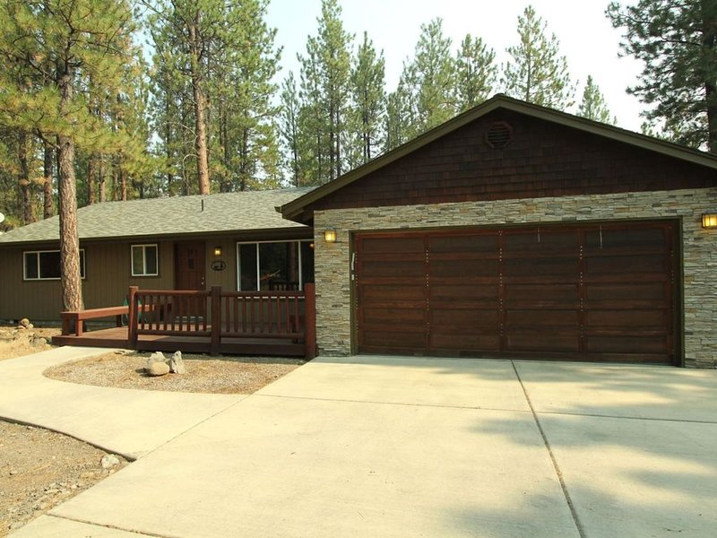 Home in Tollgate Sleeps Up To 6 Short Walk to the Tollgate Seasonal Pool Minutes, vacation rental in Sisters