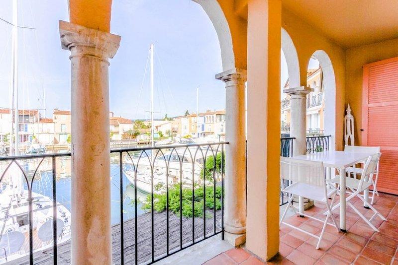 Exceptionnel! Vue superbe. Très bel appartement rénové 46 m2. 400 m de la plage., vacation rental in Port Grimaud
