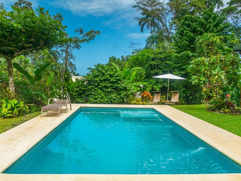 Ocean view luxury property with pool in the jungle at 300 m from the beach., Ferienwohnung in Puerto Viejo