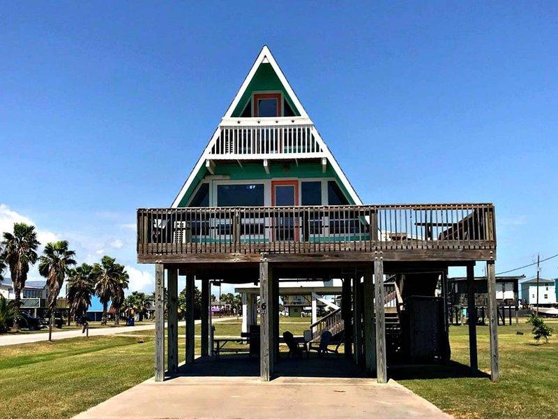BellaNova Beach-A-Frame in Surfside!, alquiler vacacional en Brazoria