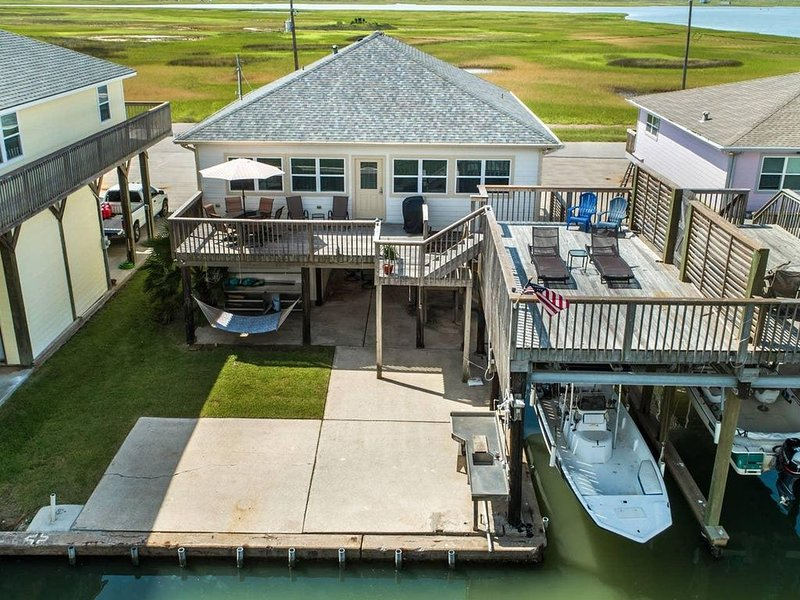 Playing Hooky on the Bay - Water Views - Waterfront - Sunsets - Fishing - Fun! – semesterbostad i Freeport