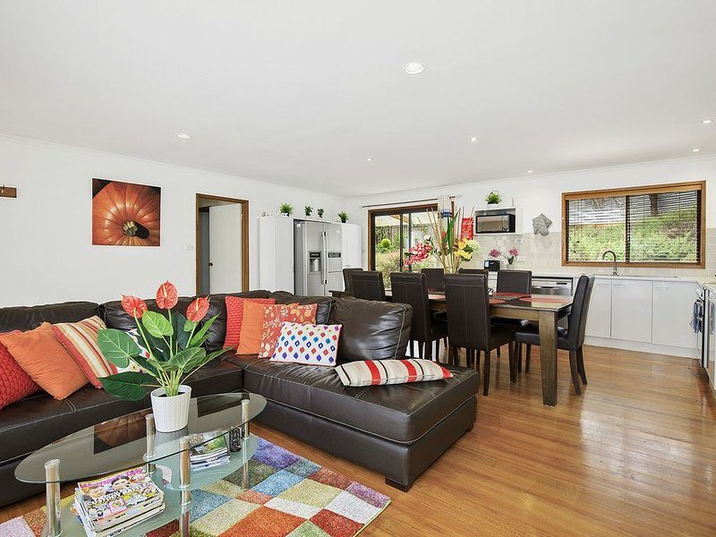 Serenity* Daylesford - wood-fire - aircon - wifi - netflix - pets, holiday rental in Daylesford