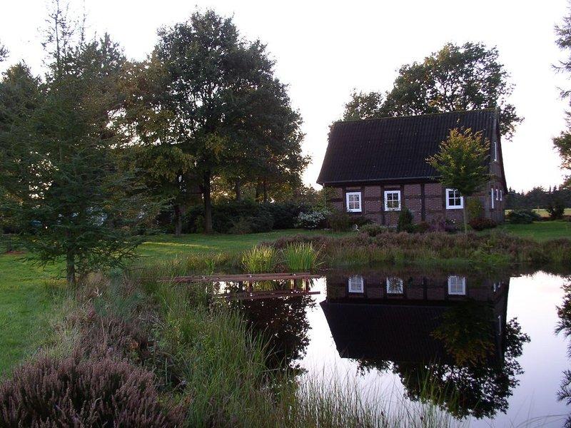 2 Ferienhäuser auf großem Grundstück mit Badeteich, Alleinlage, holiday rental in Detern