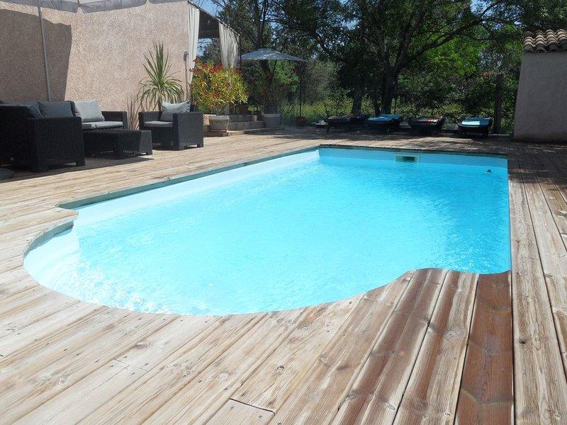 Villa provençale, climatisée, avec piscine chauffée, spa et suite parentale., location de vacances à Gonfaron