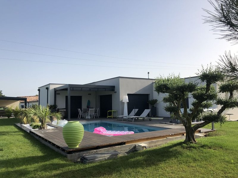 Maison contemporaine en pleine campagne   à 8 mn d Albi ,, holiday rental in Serenac
