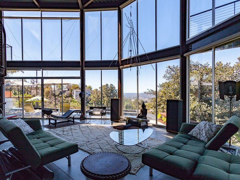 Unique modern Hilltop w/Pool & spectacular views, vacation rental in South Pasadena