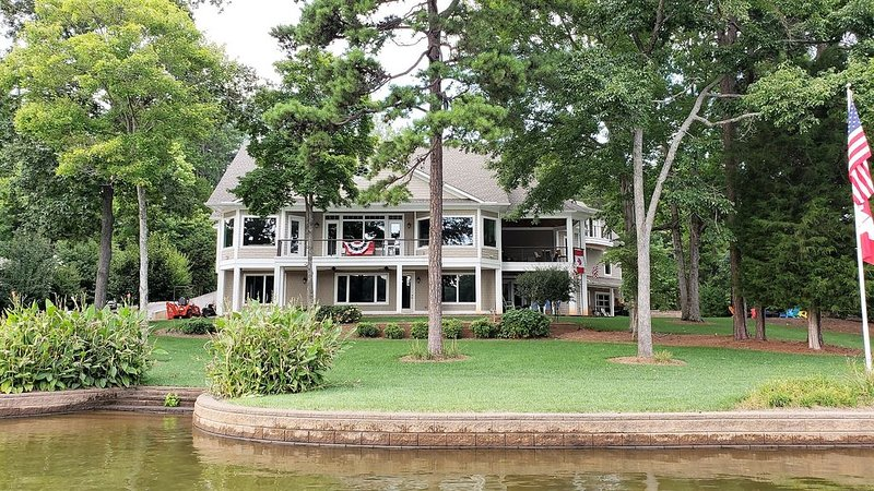 Lake Norman Lakefront - Large New Walkout Basement Apartment, vacation rental in Mooresville