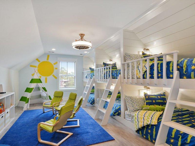 Brand New Beach House with Elevator, casa vacanza a Bluffton
