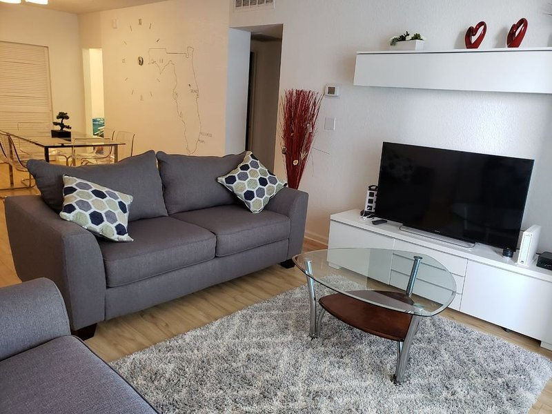 Beautiful 16th floor OCEAN-VIEW apartment Steps Away from the Beach, holiday rental in Hollywood