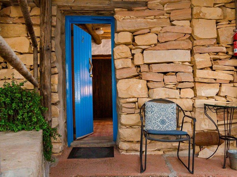 Big Bend Bunkroom - affordable right outside Big Bend Nat'l Park., holiday rental in Terlingua
