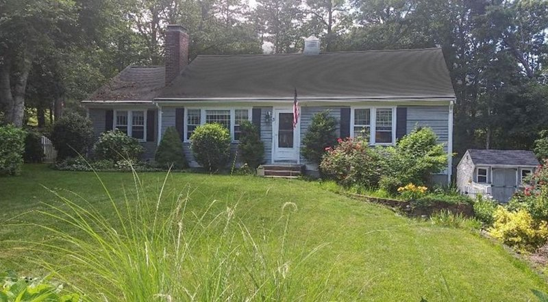 Yarmouth Port 'The Cape Coddah Coddage' Central AC / 5 min to Beach, holiday rental in Yarmouth Port