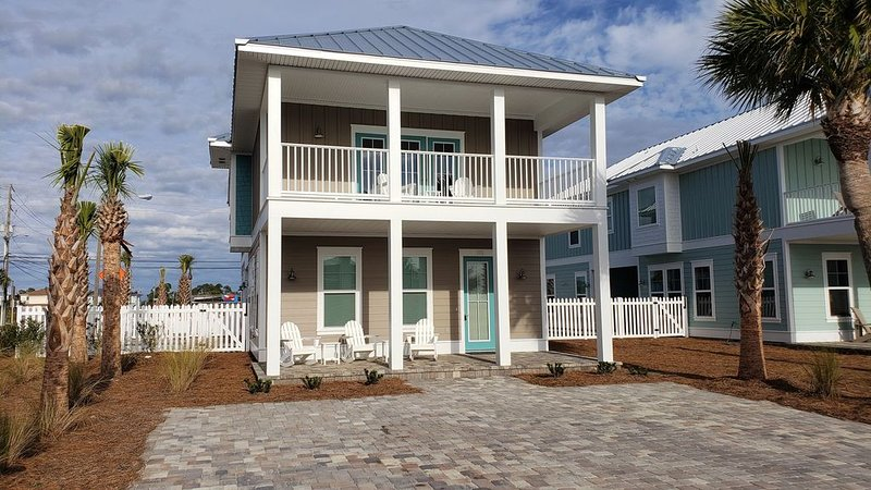 Newly-Renovated Beach Home with Private Pool and Quick Beach Access!, location de vacances à Panama City