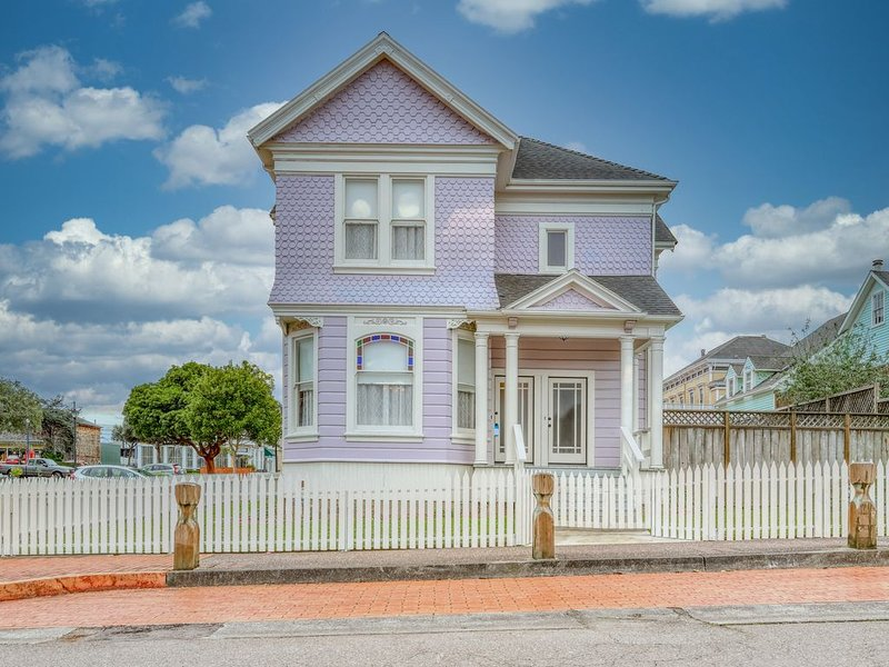 Gorgeous, newly-refinished home consisting of two separate rentals, vacation rental in Loleta