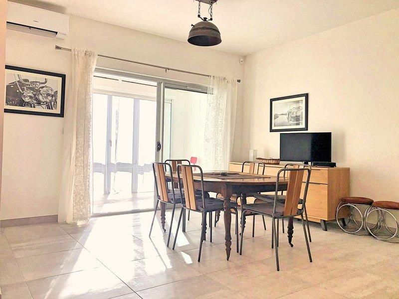 Appartement en RDC près Hopital ,style Loft avec loggia ,Clim, équipé PMR & Bébé, holiday rental in Bages