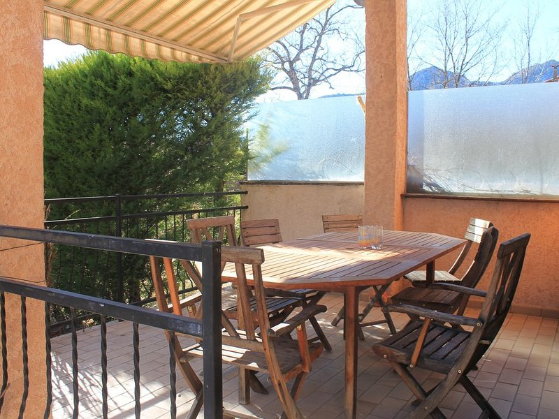 Nouveauté 2020 : Maison bord de Verdon centre village terrasse sud, holiday rental in La Foux