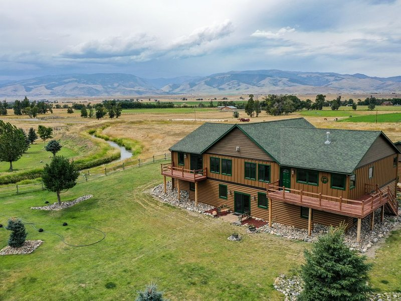 Whoa there partner, you've found the most memorable vacation rental in SW MT!, location de vacances à Prier